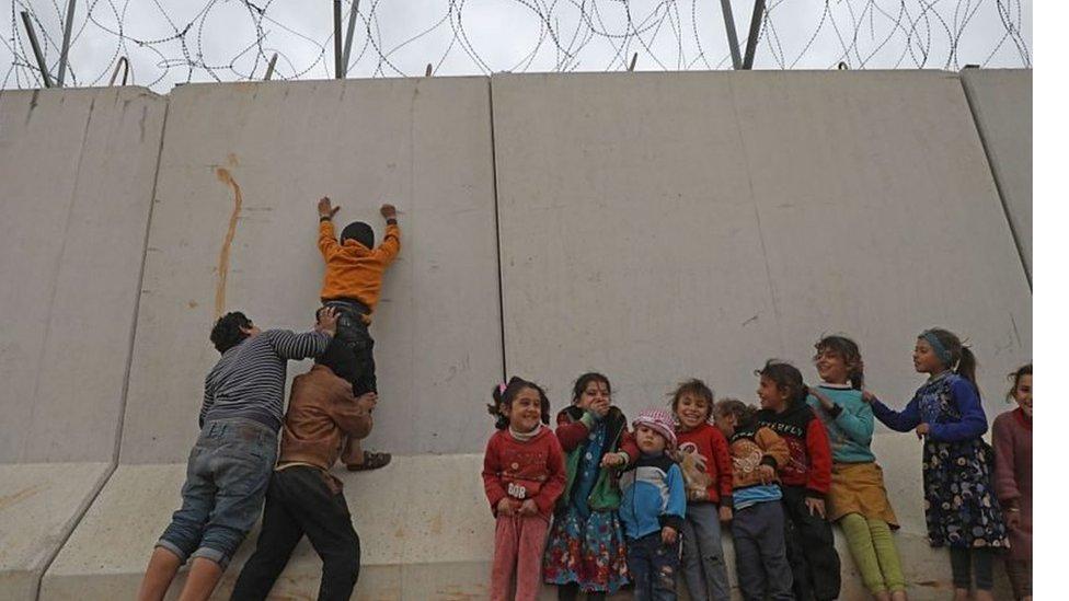 شام اور ترکی کے درمیان سرحدی دیوار