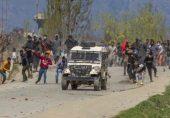 بھارتی زیر انتظام کشمیر میں جھڑپوں کی براہ راست کوریج پر پابندی، صحافیوں کا شدید رد عمل