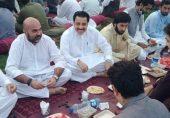 تیمور جھگڑا: صوبائی وزیِر صحت کی افطار پارٹی پر سوشل میڈیا صارفین کا ردِعمل