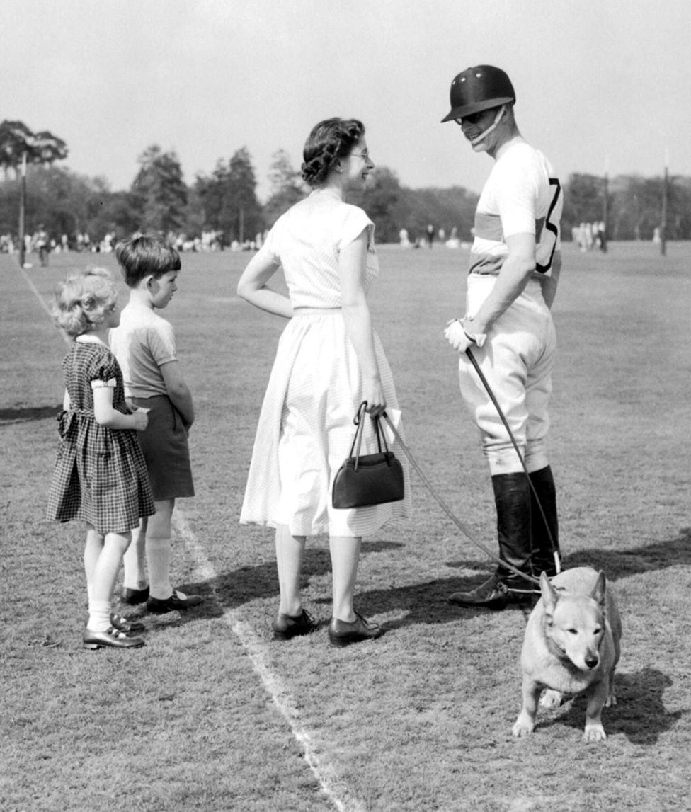 ملکہ برطانیہ اور شہزادہ فلپ
