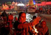 ہندوؤں کا کمبھ میلہ جاری، انڈیا میں کورونا کی وباء عروج پر