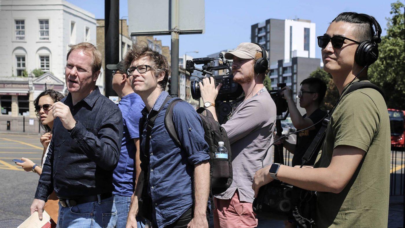 آرتھر جونز (بائیں سے دوسرے)
