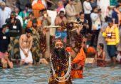 انڈیا: کورونا وائرس کے دور میں تبلیغی اجتماع غلط تو کمبھ کا میلہ ٹھیک کیوں؟