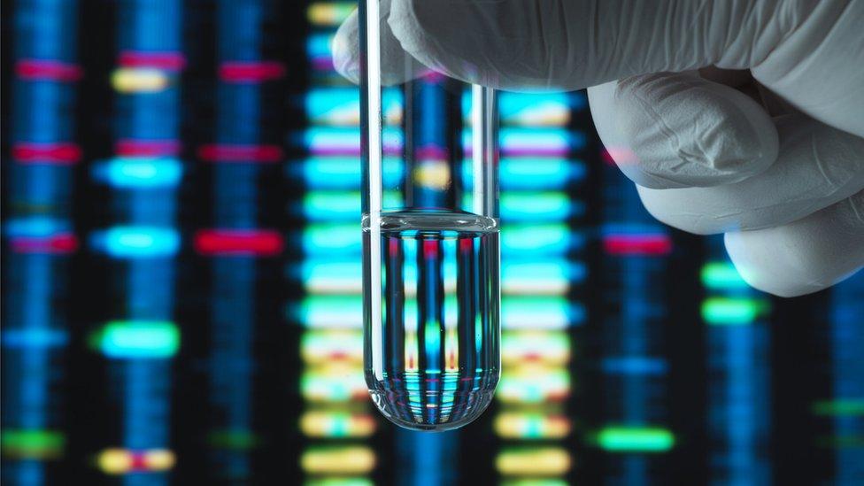 کچھ سائنسدان کہتے ہیں کہ اس طرح ڈی این اے استعمال کرنے سے جینیات کے کردار پر بہت زیادہ زور پڑتا ہے