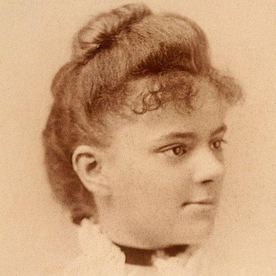 ایلزبیتھ نے 1849 میں طب کی ڈگری حاصل کی۔ پانچ سال کے بعد ان کی بہن ایملی نے بھی یہ ڈگری حاصل کر لی