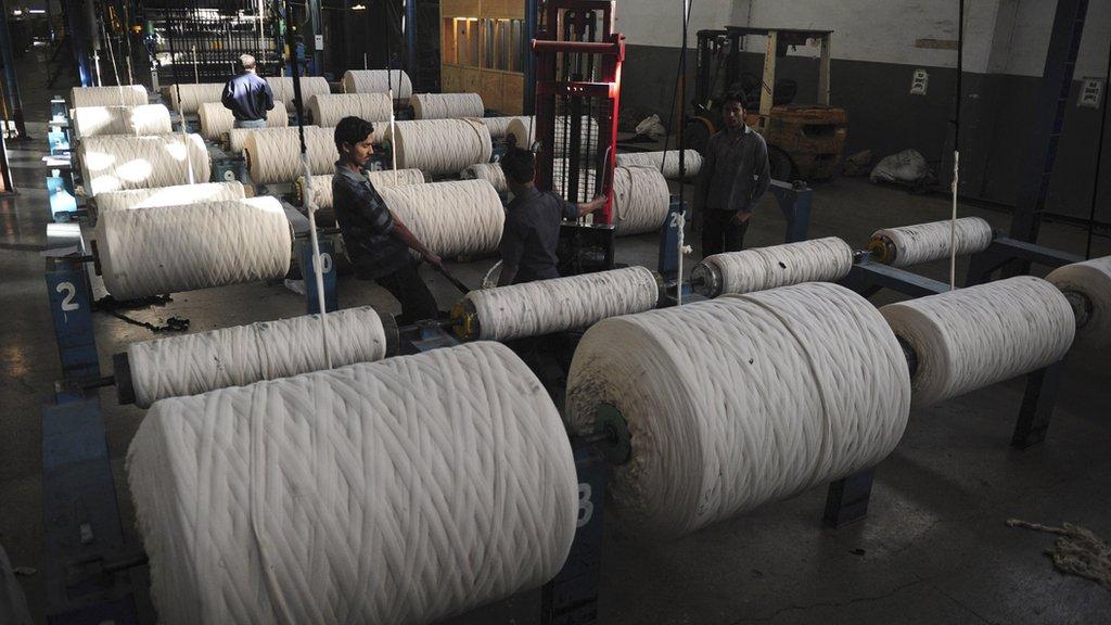 یورپی یونین کو بیچے جانے والے مال میں سب سے زیادہ مقدار ٹیکسٹائل کی مصنوعات کی ہے۔ پاکستان سے یورپی یونین برآمد کیے جانے والی اشیا میں 76 فیصد حصہ ٹیکسٹائل کی مصنوعات کا بنتا ہے۔