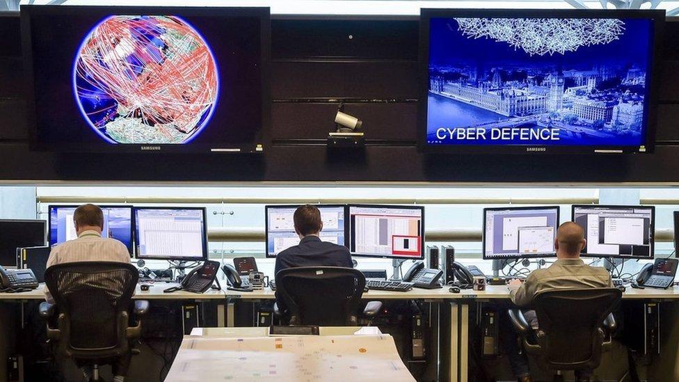 برطانوی شہر چیلٹینم میں جی سی ایچ کیو کا 24 گھنٹے چلنے والا کنٹرول روم