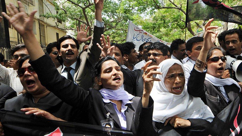کراچی میں وکلا کی ایک ریلی