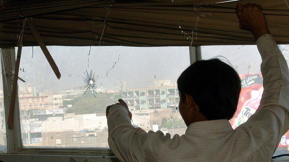 آج ٹی وی کے دفتر پر لگنے والی گولیوں کے نشان