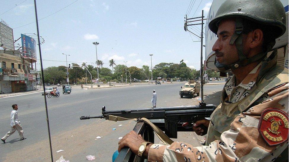 حالات بگڑنے کے بعد اگلے دن شہر میں فوج تعینات کر دی گئی