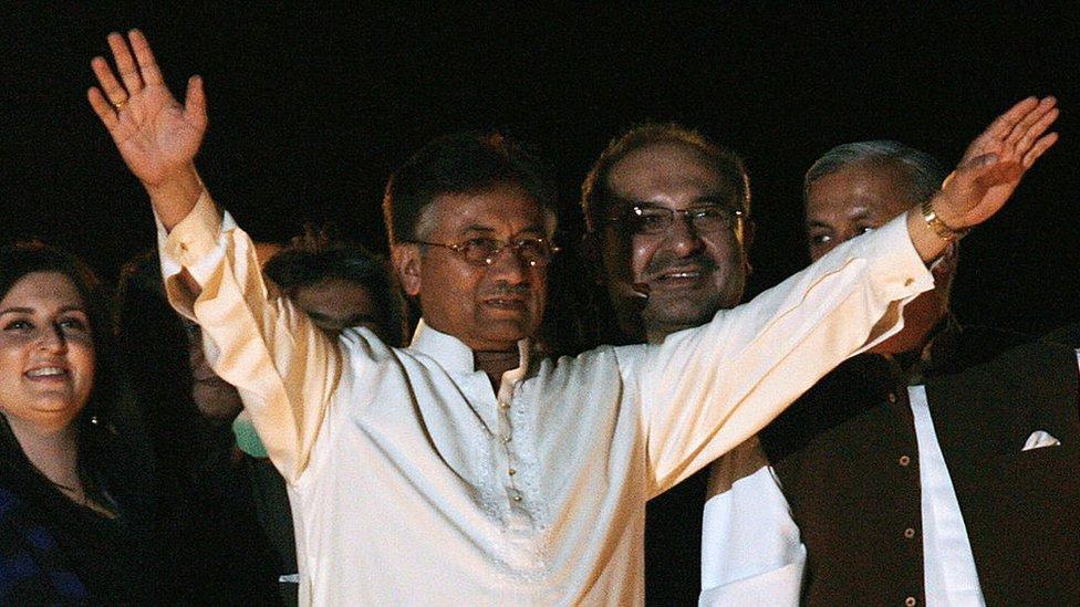 اسی رات جنرل پرویز مشرف اور ان کی کابینہ نے اسلام آباد میں ایک 'جشن' منایا