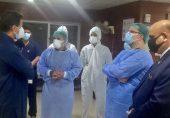 وزیرِاعظم عمران خان کا پمز ہسپتال میں 'ہائی رسک والے کورونا وارڈ کا یوں دورہ کرنا مناسب ہے؟'