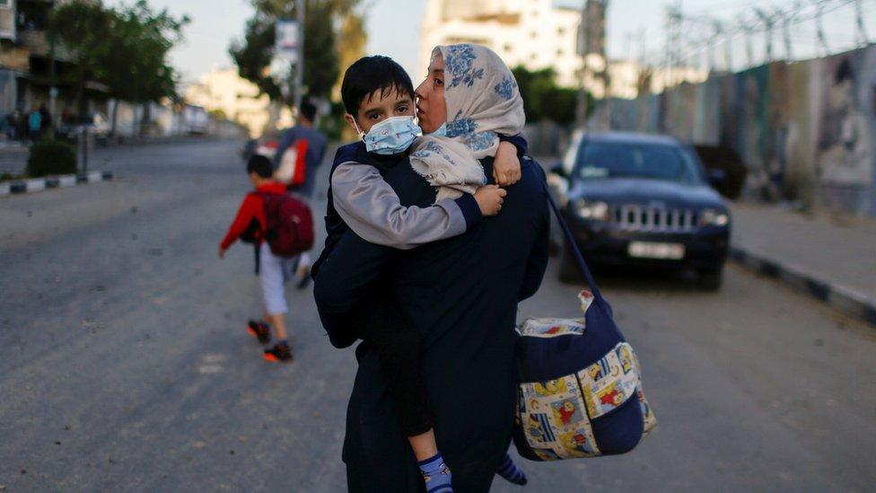 فلسطینی عورت اور بچہ