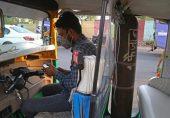 بھارت میں مریضوں کو آکسیجن فراہم کرنے والی رکشہ 'ایمبولینس'