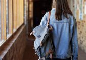 جنسی ہراسانی: انگلینڈ کے سکولوں میں لڑکیوں کی جانب نامناسب رویہ عام ہونے لگا، رپورٹ میں انکشاف