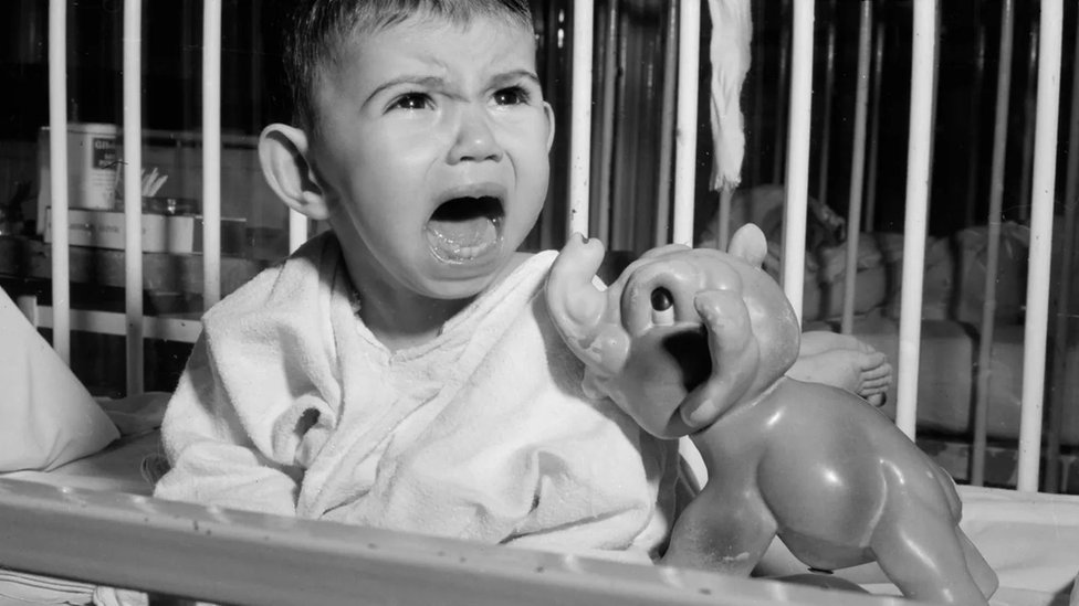 کچھ ماہرین کہتے ہیں کہ یہ ایک خیالی بات ہے کہ بچوں کو رات بھر جاگنا نہیں چاہیے