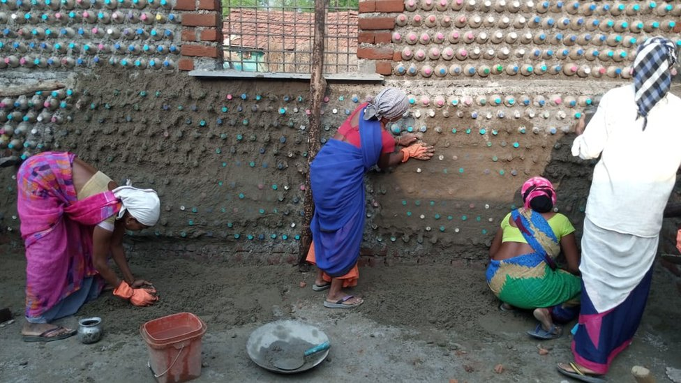 Women of Kanal Tola helping with the construction of the new period hut