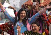 کووڈ 19: پاکستان میں بسنے والی وہ کمیونٹیز جو شناختی کارڈ نہ ہونے کے باعث ویکسین سے بھی محروم ہیں