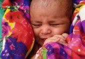 انڈیا: گنگا میں بہتی 21 روز کی بچی کی جان بچانے پر ملاح کو گھر کا انعام