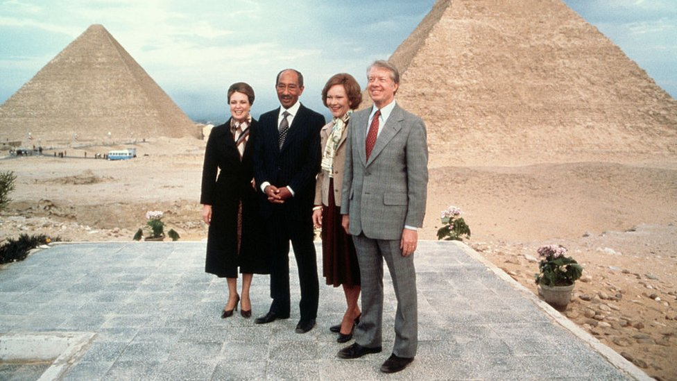 Egyptian president Anwar el-Sadat and his wife Jehan pose with President Jimmy Carter and First Lady Rosalynn Carter at the Pyramids, during a diplomatic visit by the Carters on 10 March 1979