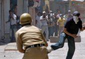 بھارتی کشمیر: سیکیورٹی اہل کاروں پر پتھر برسانے والوں کو سرکاری نوکری ملے گی نہ پاسپورٹ